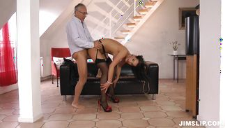 Pleasing Naomi gets her twat fully treated